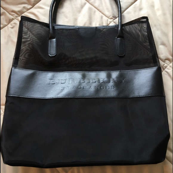 e82697e9deb7 Burberry Handbags - Authentic BLACK BURBERRY TOTE